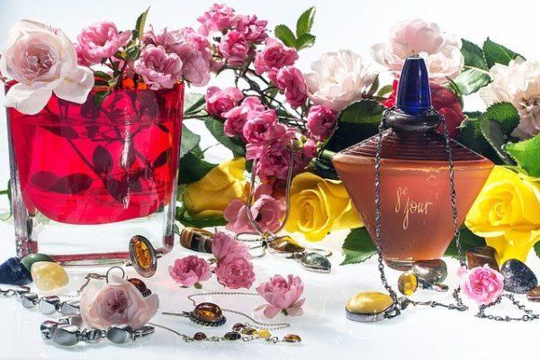 ボディスプレーと香水の違いは?特徴と覚えておきたい効果的な使い方