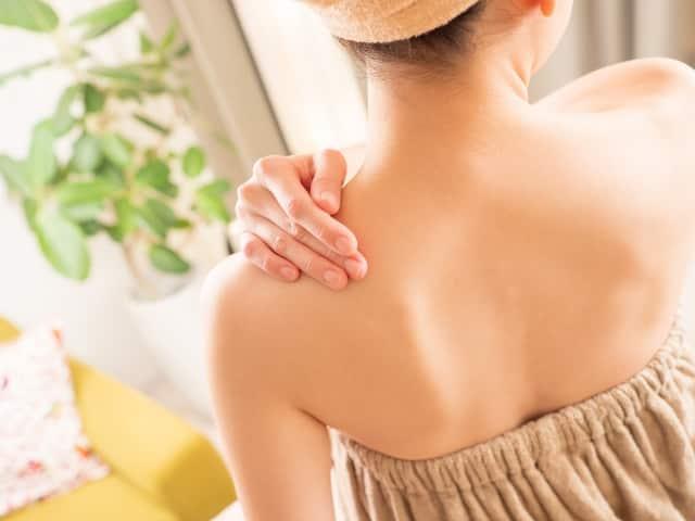 背中の角栓除去おすすめクレンジングで角栓ポロポロ!背中にできやすい理由
